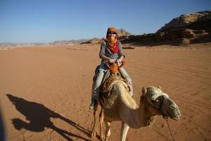 Op de kameel de Wadi Rum in